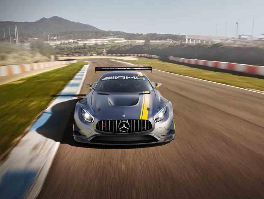 Auf dem Genfer Automobilsalon debütiert der neue Mercedes-AMG GT3, mit dem der hauseigene Mercedes-Tuner sein Motorsport-Engagement weiter ausbaut. Der gemäß FIA GT3-Reglement entwickelte Rennwagen wird in den am stärksten umkämpften Kundensportserien der Welt antreten. Ein genialer V8-Sound kombiniert mit Rennsport-Technik und toller Optik sollen den Herausforderer zum potenziellen Siegertypen. Der neue GT3 mit hohe Rennstrecken-Performance basiert auf dem Mercedes-AMG GT, der in wenigen Tagen auf den Markt kommt. Nach einer intensiven Testphase soll der neue AMG Rennwagen Ende 2015 an die ersten Kundenteams ausgeliefert werden.
