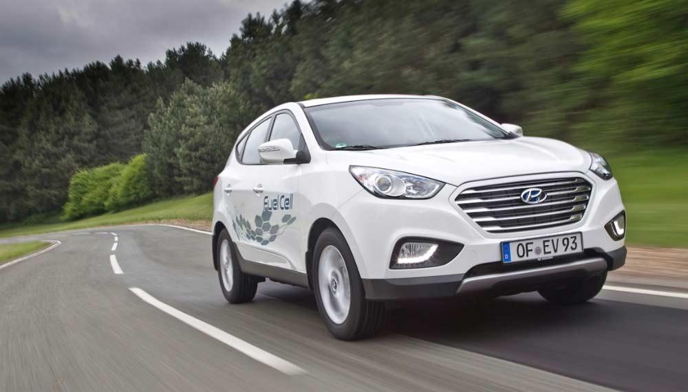 Mit dem ix35 Fuel Cell bietet die koreanische Marke Hyundai ein wasserstoffbetriebenes Fahrzeug zu Bruttopreisen ab 65.450 Euro in Vollausstattung ab Mai zum Kauf an.