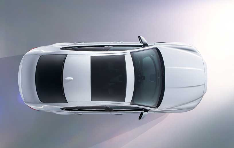 Erstmalig gewähren die Briten schon einen Blick auf die neue Modellgeneration. Mit zwei ersten Teaserbildern gewähren die Briten einen Blick auf und in den neuen Jaguar XF.
