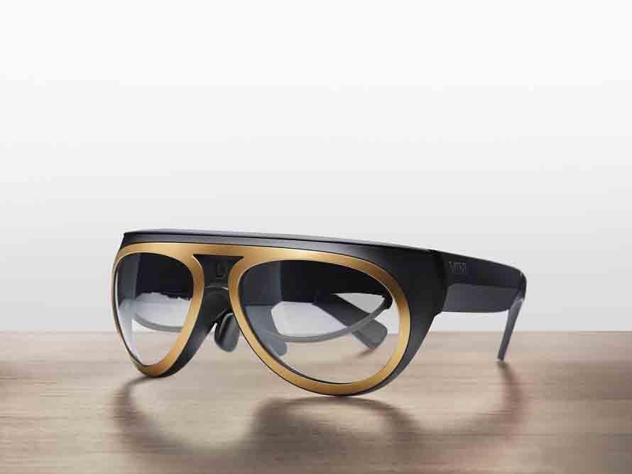 BMW hat eine neuartige AR-Datenbrille speziell für Autofahrer entwickelt