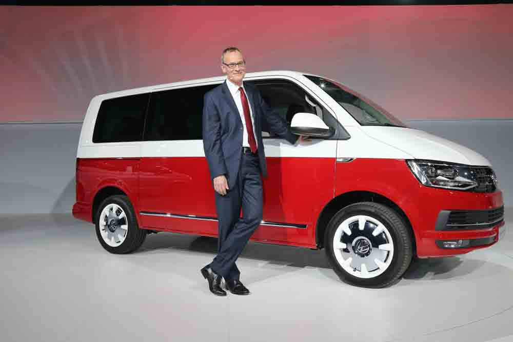 Weltpremiere der neuen T-Baureihe. Dr. Eckhard Scholz, Vorsitzender des Vorstands der Marke Volkswagen Nutzfahrzeuge stellt in Amsterdam das Launch-Modell Generation SIX vor.