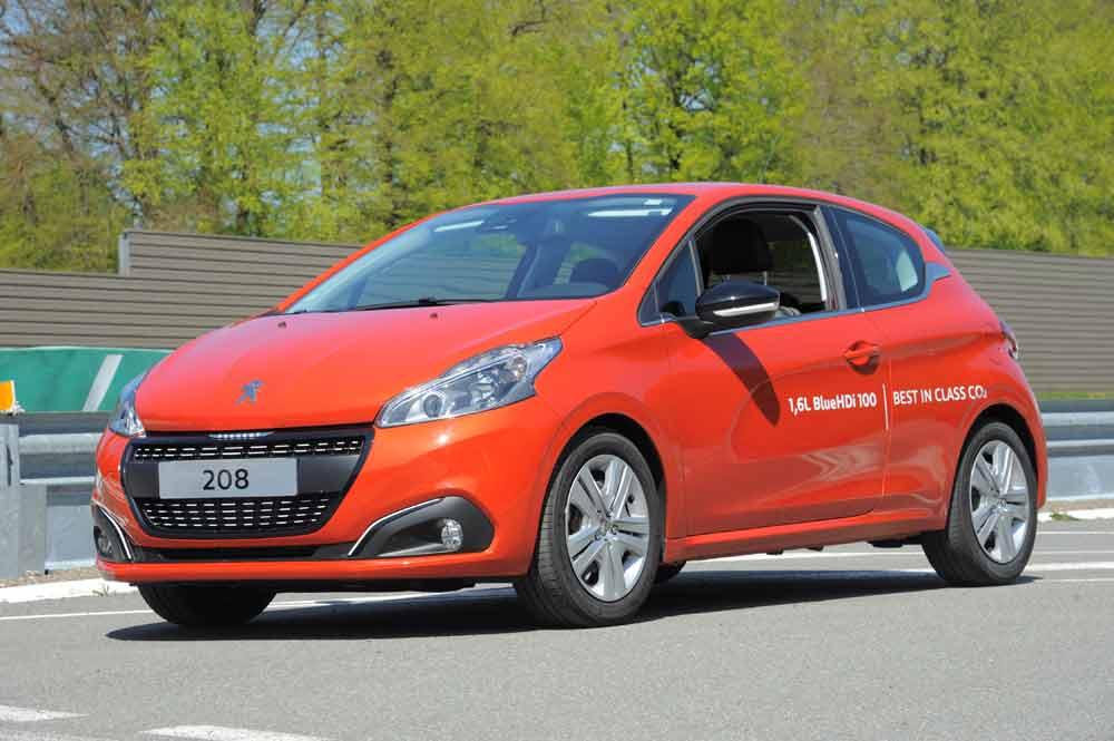 Schon der Normverbrauch ist bemerkenswert: Der neue Peugeot 208 BlueHDi 100, der auf dem Genfer Automobilsalon im März seine Premiere gefeiert hat, profiliert sich mit einem Durchschnittsverbrauch (NEFZ) von nur 3,0 Liter Diesel auf 100 Kilometer.