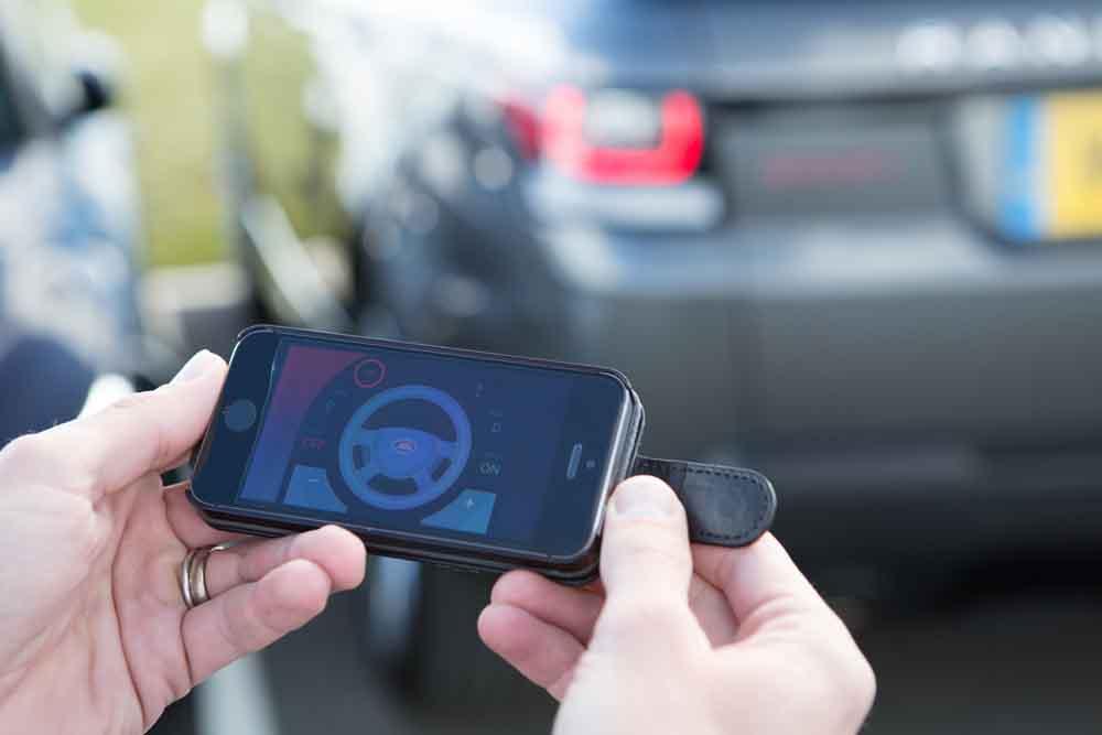 Range Rover Sport mit Fernbedienung: Fahrzeugsteuerung von außen per Smartphone