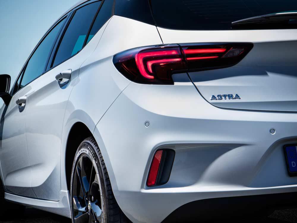 Opel-Astra-299519opc_line_201609_06
