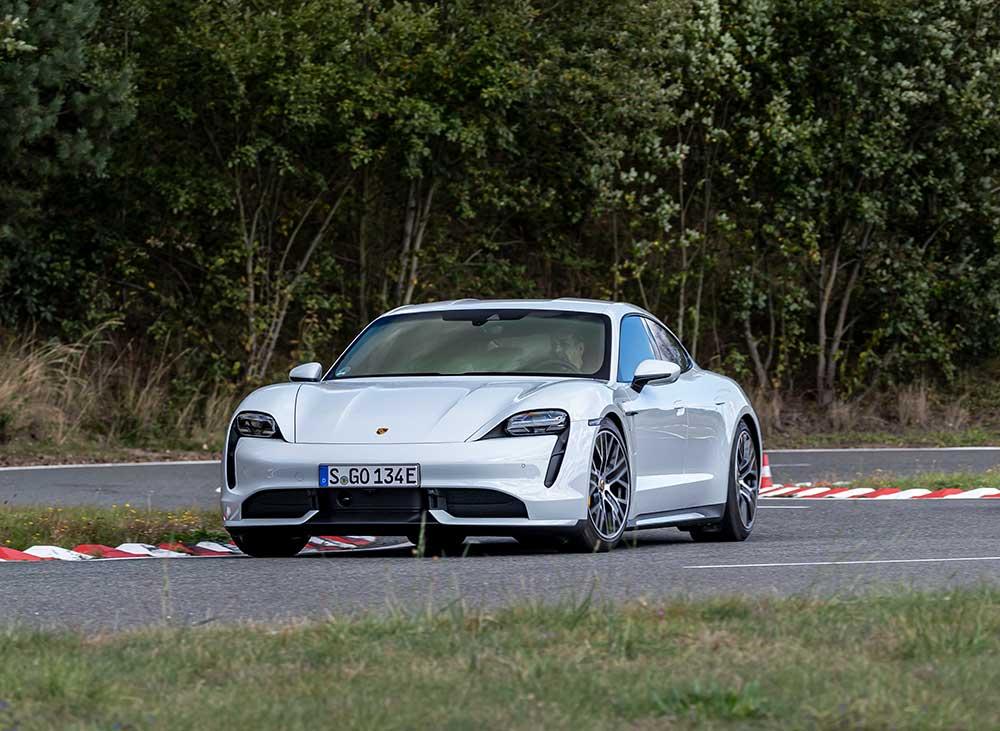 Software-Update-f-r-den-Porsche-Taycan