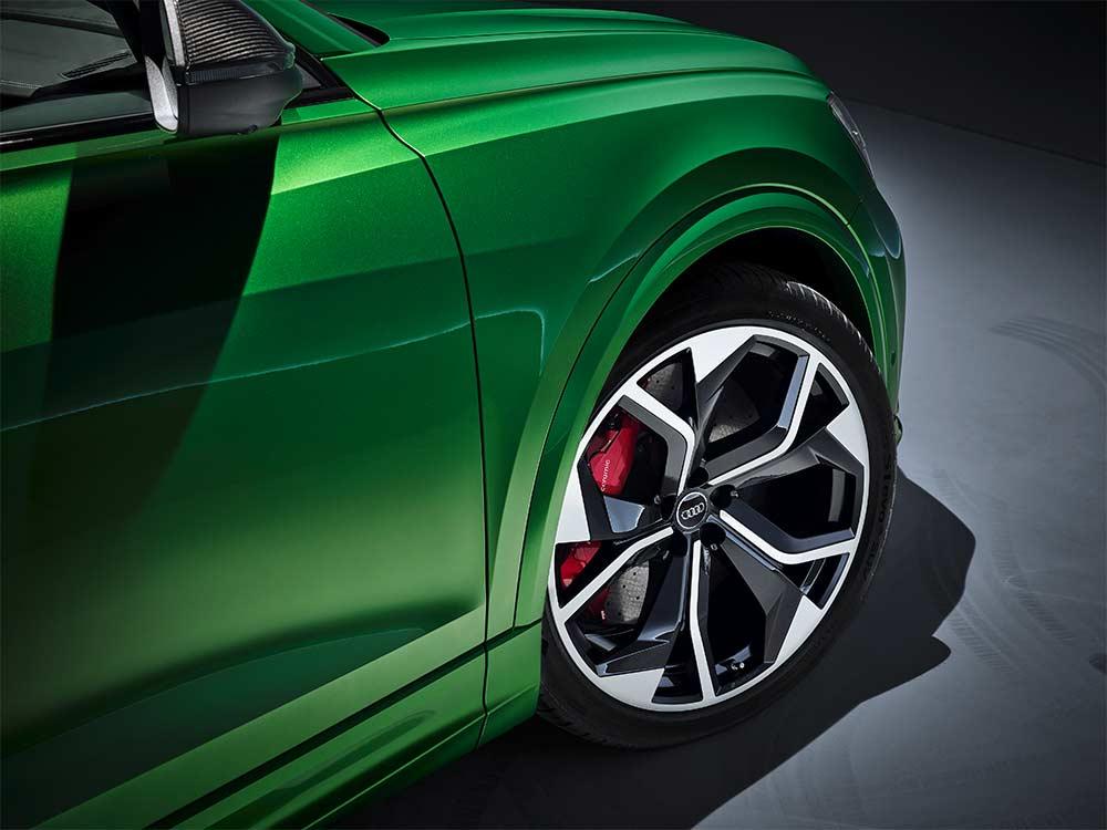 Hankooks-UHP-Sommer-und-Winterbereifungen-auf-Audi-RS-Q8-in-der-Erstausr-stung-