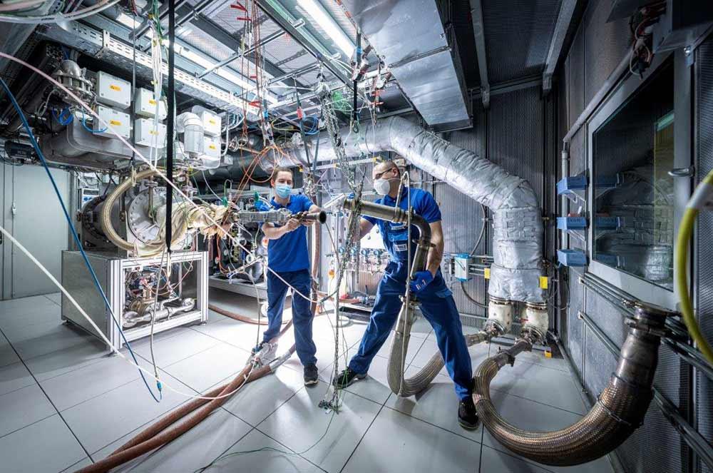 Wasserstoff-statt-Diesel-Mahle-nimmt-neues-Pr-fzentrum-in-Stuttgart-in-Betrieb-Forschung-an-Brennstoffzellen-und-wasserstoffgetriebenen-Motoren