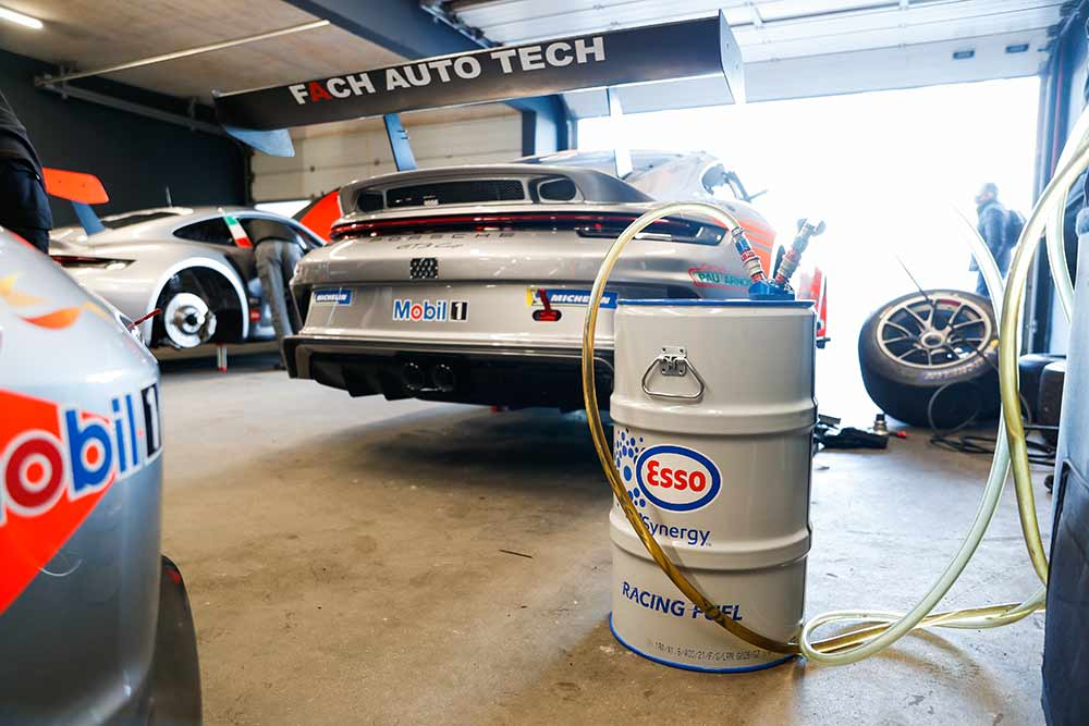 Esso-Renewable-Racing-Fuel-ExxonMobil-und-Porsche-kooperieren-zum-Test-synthetischer-Kraftstoffe-im-Motorsport