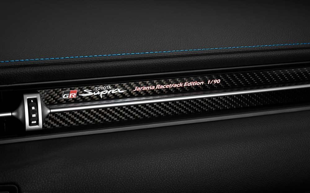 Einige-Toyota-H-ndler-werden-zu-einem-GR-Center-Aush-ngeschilder-f-r-das-Motorsport-Engagement-von-Toyota