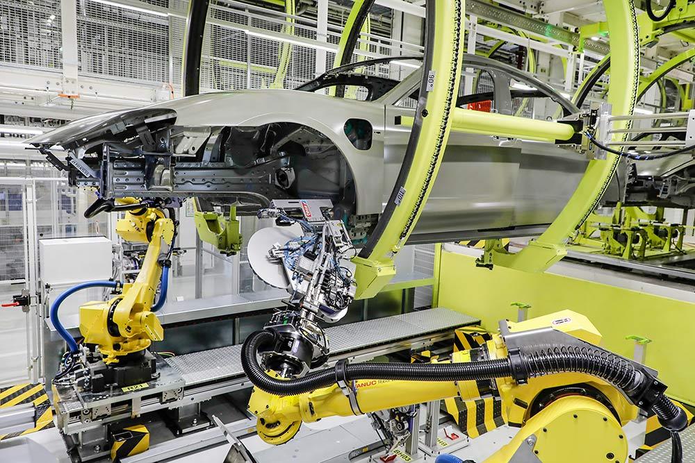 Mit-Klebe-Pads-von-Tesa-Porsche-setzt-auf-neues-Fertigungsverfahren-beim-Taycan