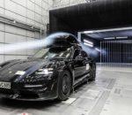 Porsche Tequipment testet seine Dachbox bis 200 Stundenkilometer