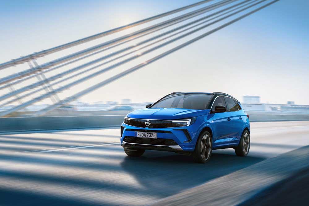 Neuer-Opel-Grandland-mit-neuem-Markengesicht-und-volldigitalem-Cockpit