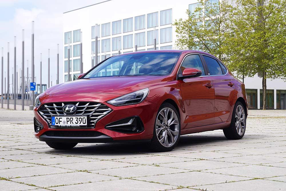 Der-Hyundai-i30-1-5-T-GDI-Prime-Fastback-im-Test-