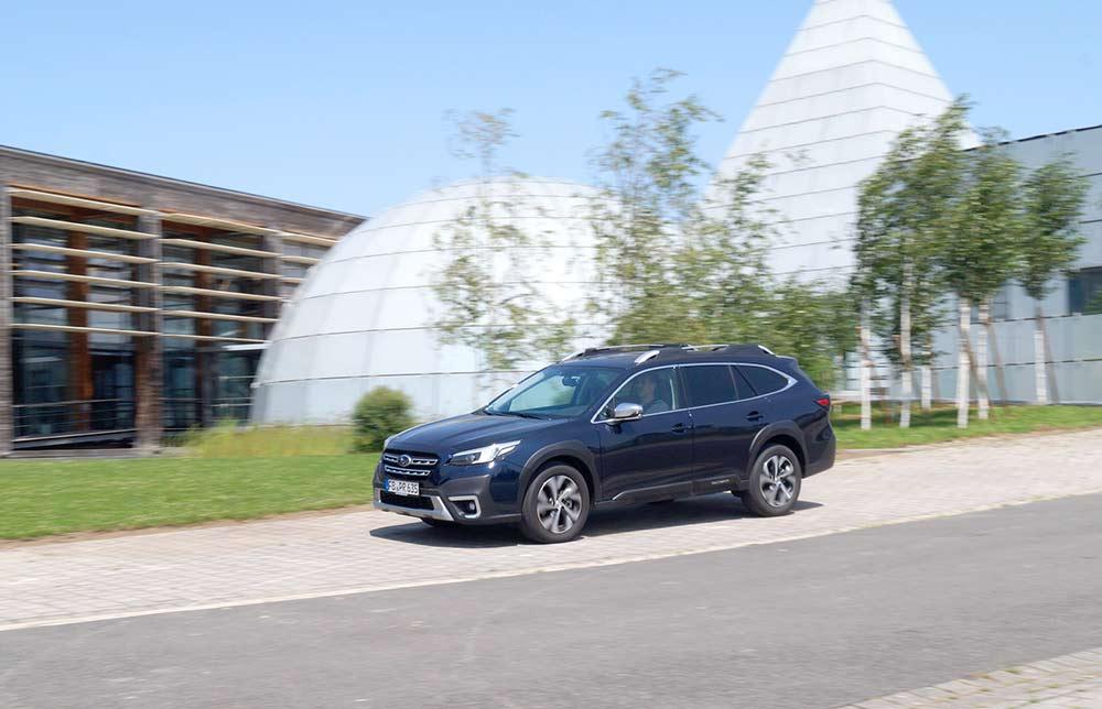 Subaru-Outback-2-5i-Platinum-Crossover-mit-erstklassiger-Traktion