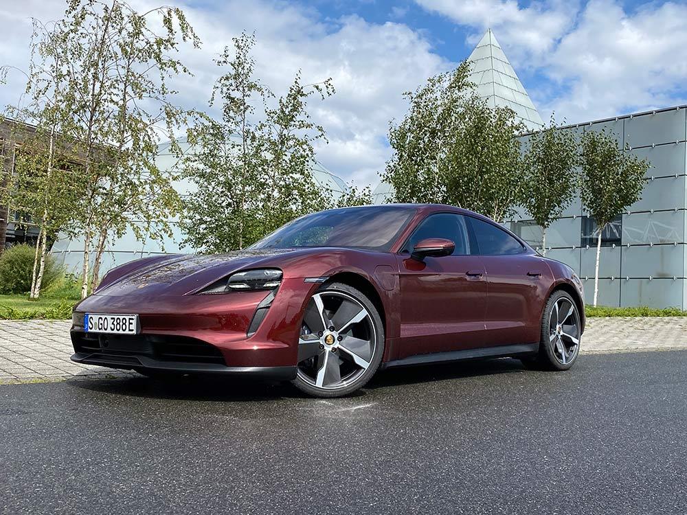 Porsche-Taycan-Basismodell-im-Test-Hecktriebler-mit-800-Volt-Architektur