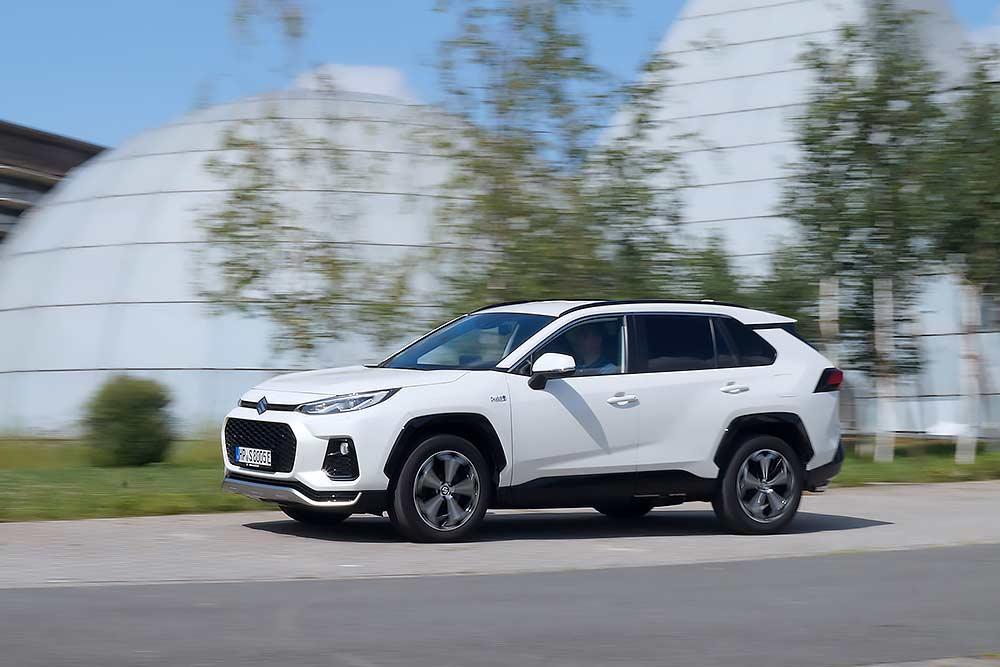 Suzuki-Across-PHEV-im-Test-Stecker-SUV-mit-306-Allrad-PS