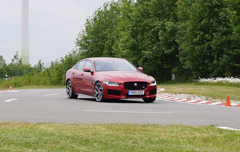 Jaguar XE S My 2016  - Redaktion MOTORMOBILES