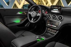 Mercedes-Benz A 220d 4MATIC (Style), Elbaitgrün. Interieur Schwarz / Grün