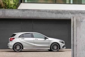 Mercedes-Benz A 250 Sport (AMG Line), Polarsilber, Interieur Leder Schwarz / RED CUT