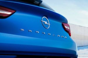 Opel Grandland Hybrid4
