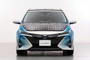 Toyota Prius PHEV - Erprobungsfahrzeug mit Solarmodul von Sharp