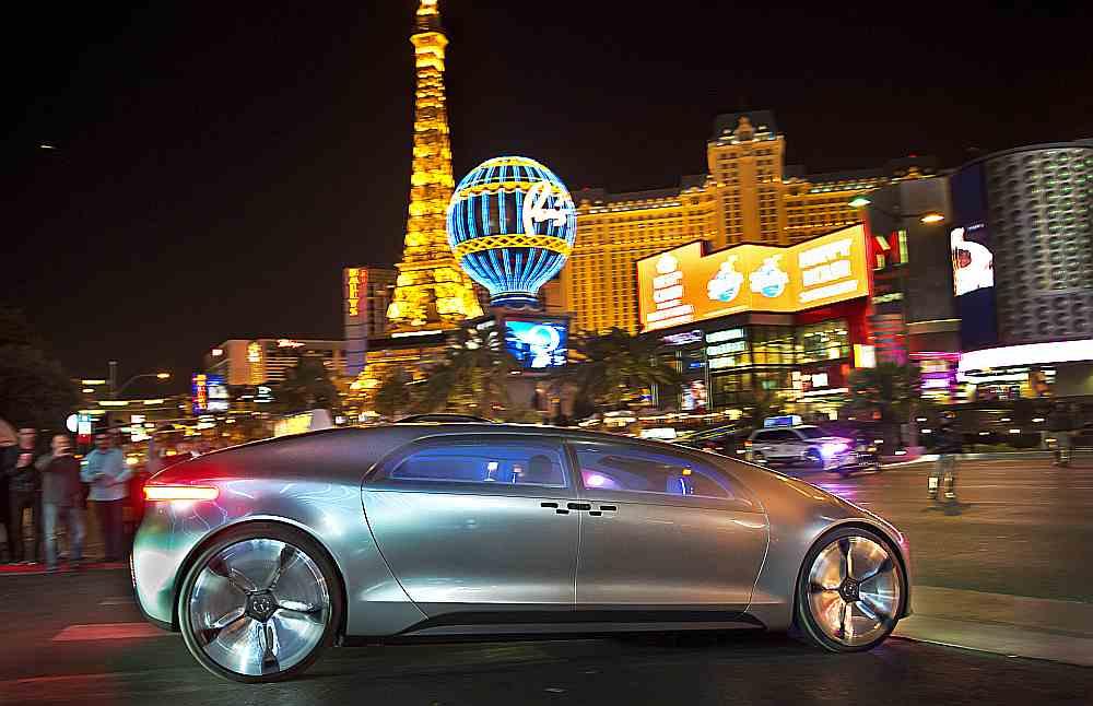 Forschubngsstudie Mercedes F015  Luxury in Motion