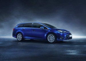 Genf: Toyota Avensis 2016